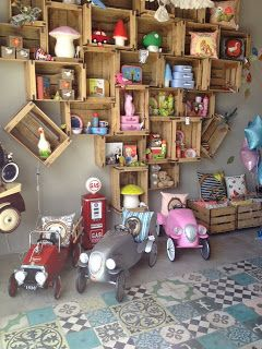 Inke Blog: Wonderland, Casablanca. Wood crates storage, shop display kids store merchandising. Heico lamps. Toy cars.