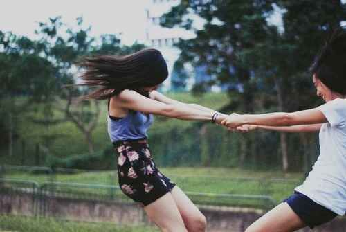 Until you all fall down. | 37 Impossibly Fun Best Friend Photography Ideas