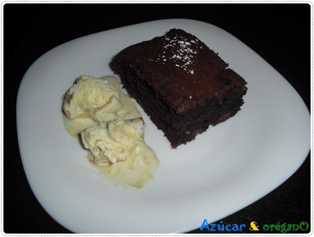 Brownie de chocolate con helado de vainilla