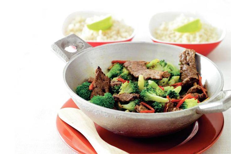 Kijk wat een lekker recept ik heb gevonden op Allerhande! Roergebakken broccoli met biefstuk en rode peper
