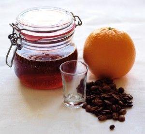 Lav din egen likør - med fremgangsmåde, forslag til forskellige smagsstoffer