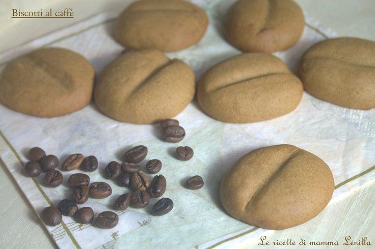 Simpatici e con un'aroma intensa i biscotti al caffe' sono ottimi da proporre con il tè o col latte caldo; croccanti ma friabili e dolci al punto giusto.
