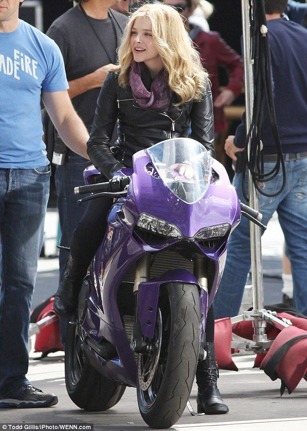 Another pic from the set of Kick Ass 2! Loving the purple bike.