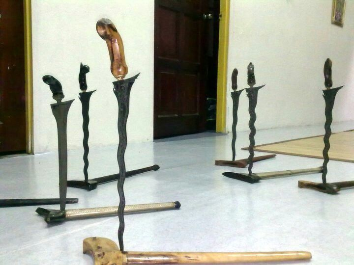 The standing keris...