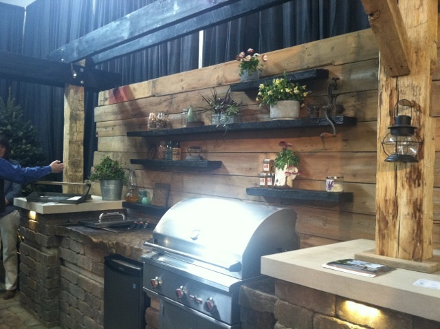 Exceptional LOVE This Wall With Shelves For The Grill Area