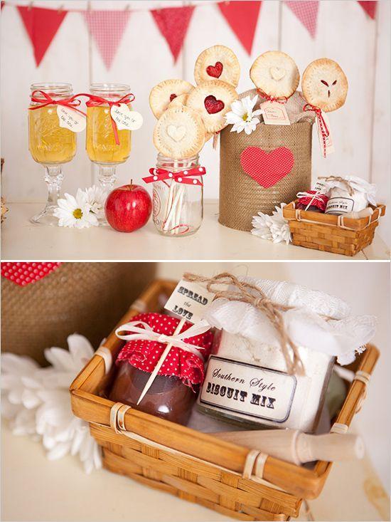 Assim como tudo no mini wedding,  as lembrancinhas também devem ter o estilo dos noivos. Lembrancinhas comestíveis são ainda mais a cara dos mini weddings <3 Via http://www.weddingchicks.com/