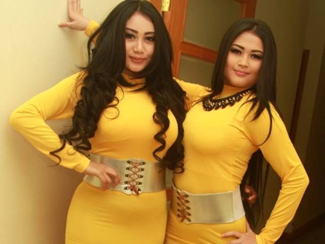 Duo Semangka Bugil Ngangkang: Pamela Safitri Duo Serigala Siap Foto Bugil Di Majalah