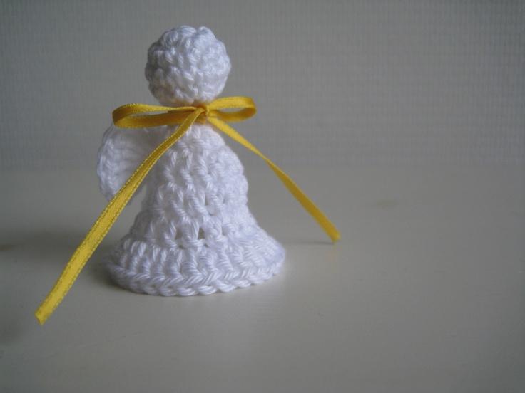 crochet angel | gehaakte engel [patroon: http://www.stijlenzo.blogspot.nl/2011/12/engeltjes-haken.html]