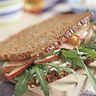 Roggebrood sandwich met appel en casselerrib - recept - okoko recepten