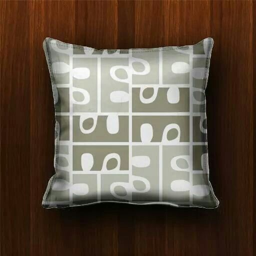 """E"" pillow design"