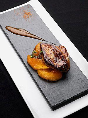 Foie gras poêlé à la mangue et jus épicé