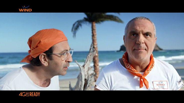 """Il sole e la sete fanno brutti scherzi. Giorgio Panariello e Giovanni Esposito, naufraghi sull'isola sfidano a briscola due fantocci e perdono pure! Per la promozione """"Porta un amico in Wind"""""""