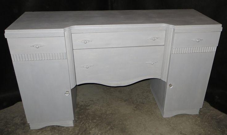 Meuble commode ou vaisselier peint la peinture de craie for Meuble bureau paris