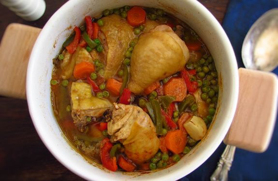 This stewed chicken recipe with peas, carrot and peppers is an excellent choice for a family lunch, is nutritious, healthy and ideal for children and...