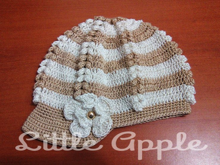 boina dama a crochet blanco con beige, flor al lado #littleappletejidos #crochet #tejidos #Guatemala #artesaniaguatemalteca #hechoamano #boinadama #dama #accesorios #hilos
