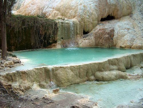 Toscana, Italia - Bagni di San Filippo Fonti termali calde. Un vero piacere per il corpo e la mente