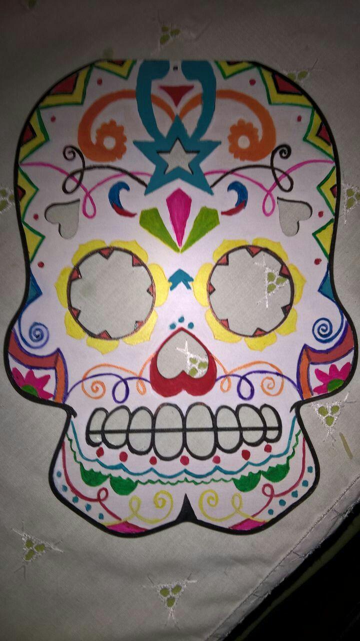 Calavera estilo mexicano. De fibrofacil pintada con acrílico.