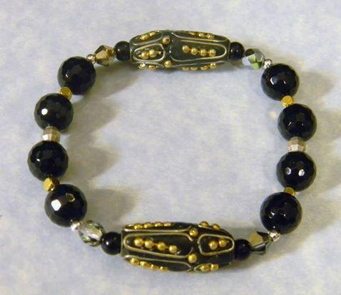 Kashmiri Lac Bead and Onyx Stretch Bracelet