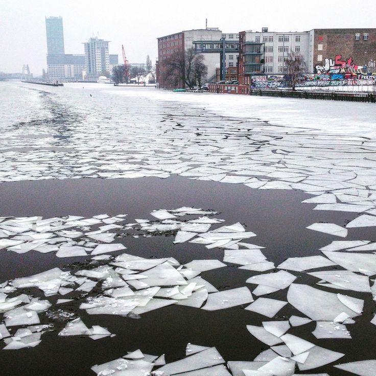 #winter #berlin #spree #kreuzberg #berlinkreuzberg #ice #snow #river #graffiti