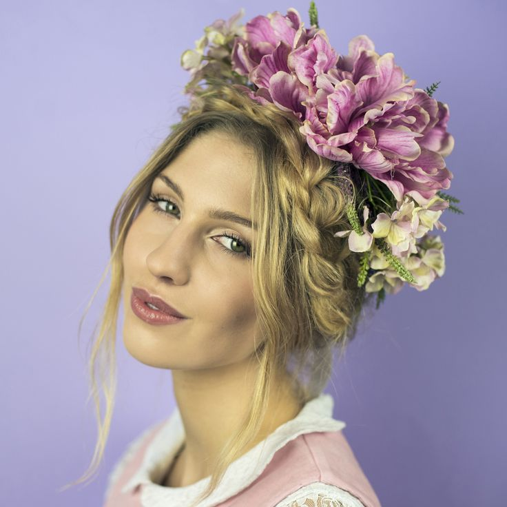 Product Info:Make a statement this summer with our oversized summer posy crown. Packed full of blush pink hydrangea, parrot tulips and artificial lavender on a flexible woven base. Finished wit...
