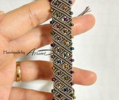 """12월에 만든 12줄짜리 팔찌~ 그래서 이름이 """"1212 팔찌"""" 입니다. ㅋ 지그재그, 다이아몬드, 네모네모...하..."""
