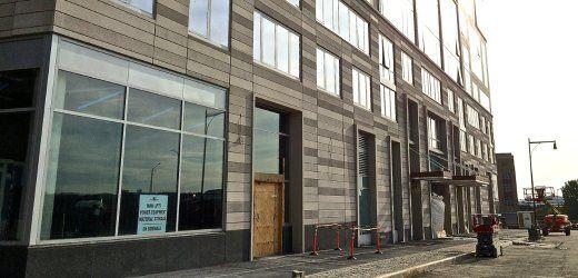 Travertinstein und Kronleuchter: Eingang für Millionäre (im Bau)