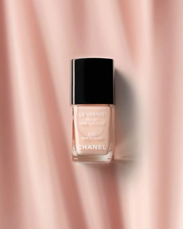 CHANEL Rose varnish: simple photographic texture trick.