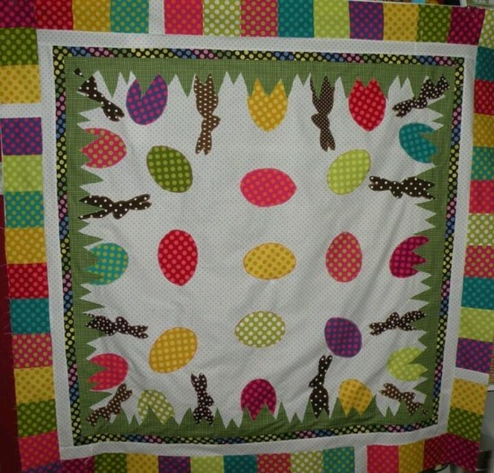 Easter quilt: Fun Easter, Easter Quilts Tables Runners, Applied Quilts, Easter Quotes, Easter Spr, Easter Bunnies, Easter Eggs, Bunnies Quilts, Crafts Quilts