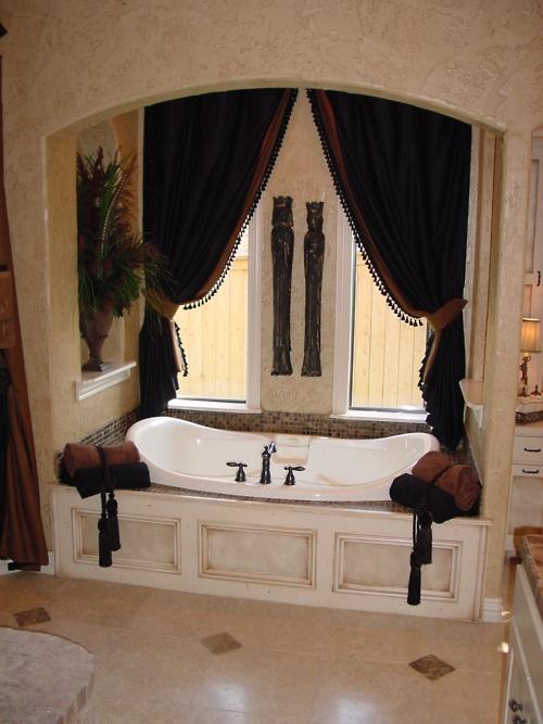 A master tub encased in luxury