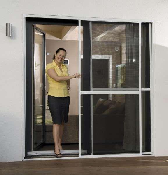Moustiquaire coulissante pour porte et baie-vitrée