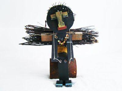 matrialen: hout. in elkaar gezet met lijm. Kunstenaar: Maria Roelofsen
