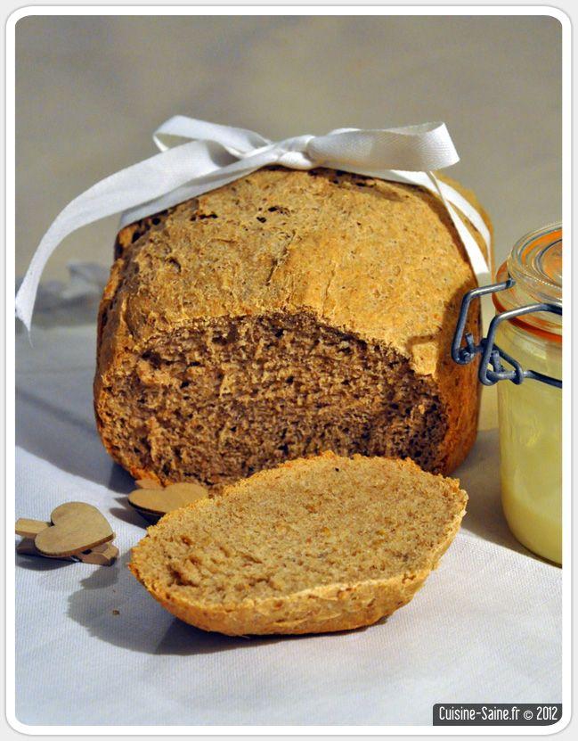 pain de kamut aux graines de lin à la MAP        150 g de farine bise type 80      200 g de farine complète type 150      100 g de farine de kamut ®      21 g de levain en poudre      9 g de sel      1 CS d'huile d'olive      30 g de graines de lin      1 cc de jus de citron      300 ml d'eau  Programmez la machine sur « pain complet ».