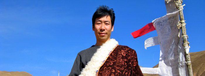 SnowLion Tours — это тибетская туристическая компания, созданная Вангденом Церингом — тибетцем из Амдо с богатым опытом управления туристическими компаниями в Тибете и в Китае.  Как гласит старая тибетская поговорка: «ваш дом — там, где вам хорошо; ваша семья — те, кто вас любят». Цель создания компании SnowLion Tours — организация уникальных путешествий, позволяющих каждому желающему увидеть все стороны культурного наследия Тибета.