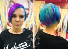 Когда одного цвета на волосах мало всегда поможет цветное мелирование =)