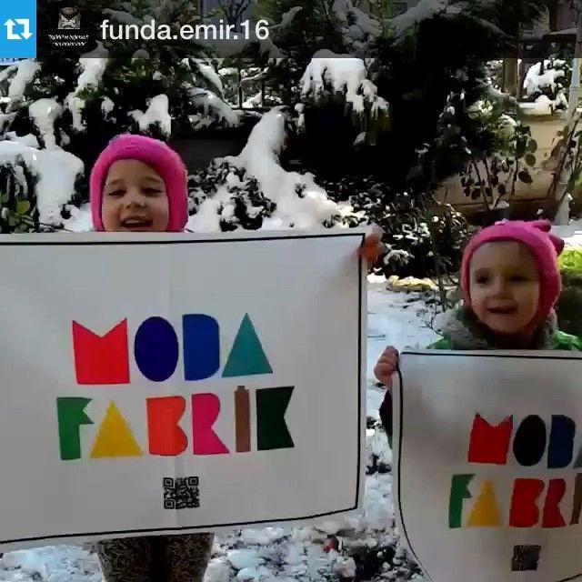 """Funda Emir Hm.'dan gelen #bayrakritueli çok hoşumuza gitti""""Eğlence modası"""" yeni sloganımız bile olabilir.Funda Hm.'a bu güzel paylaşımı için çok teşekkür ediyoruz ve sürpriz hediyesini yarın kargoluyoruzwww.modafabrik.com #modafabrik #modafabrikheryerde #kampanya #bursa #istanbul #ankara #antalya #izmir #türkiye #sundayfunday #snowy #snowday #snow #perde #döşemelik #emojiyastıklar #amerikanservis"""