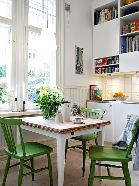 love the painted green chairs