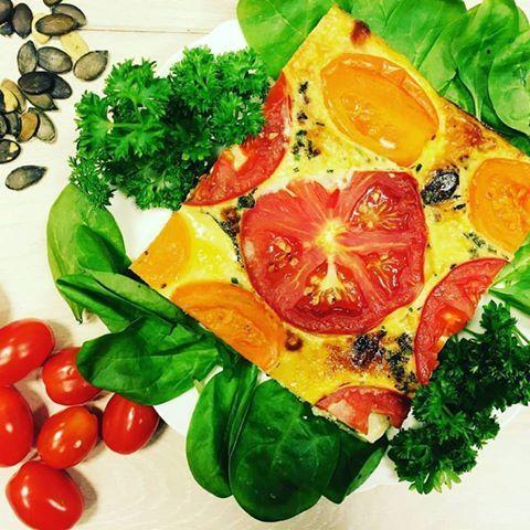 Trochę słonecznej Italii w Waszych zestawach. :-) #sniadanko #kolorowo #apetycznie #zdrowo #przesmacznie #buono #frittata #słońce #na #talerzu #beauty #prosto #z #italii #instafood #milegodnia