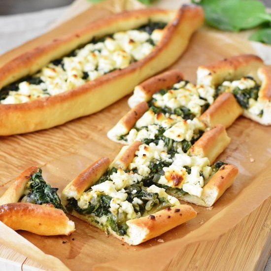 Delicious turkish pide with spinach and feta cheese (in German)