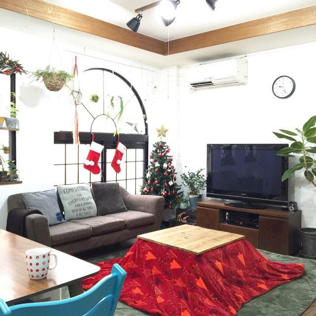kiki_nekkoさんの、こたつ天板DIY,飾りは全部IKEA♡,ニトリのツリー,クリスマス,植物,植物のある暮らし,【植中毒】,観葉植物,NO GREEN NO LIFE,中古住宅,ZOO会♡,関西好きやねん会,こたつ,リビング,のお部屋写真
