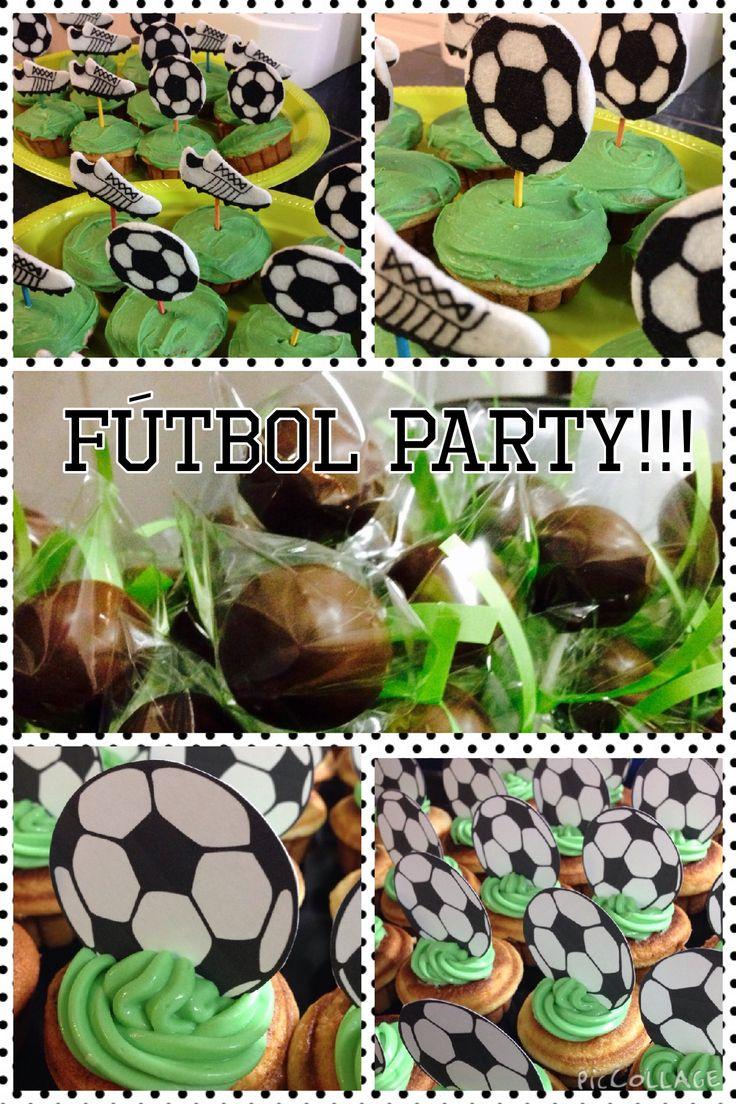 Cupcakes y cakepops de vainilla con motivo de fútbol. Utilizando blanik.