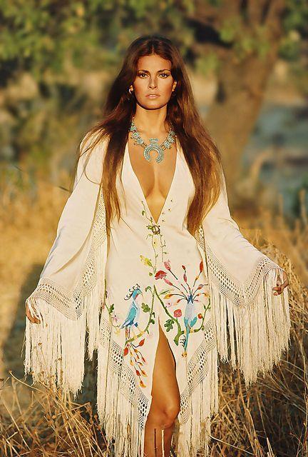 Raquel Welch 1970 - sexy gorgeous! One of the few true sex symbols.
