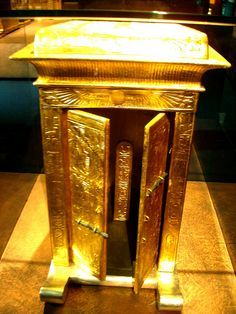 VOTIVE SHRINE FOR CANOPIC JARS from Tutankhamun´s tomb by The Adventurous Eye,