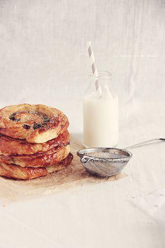 VIENNOISERIES (croissants & roulés au chocolat)