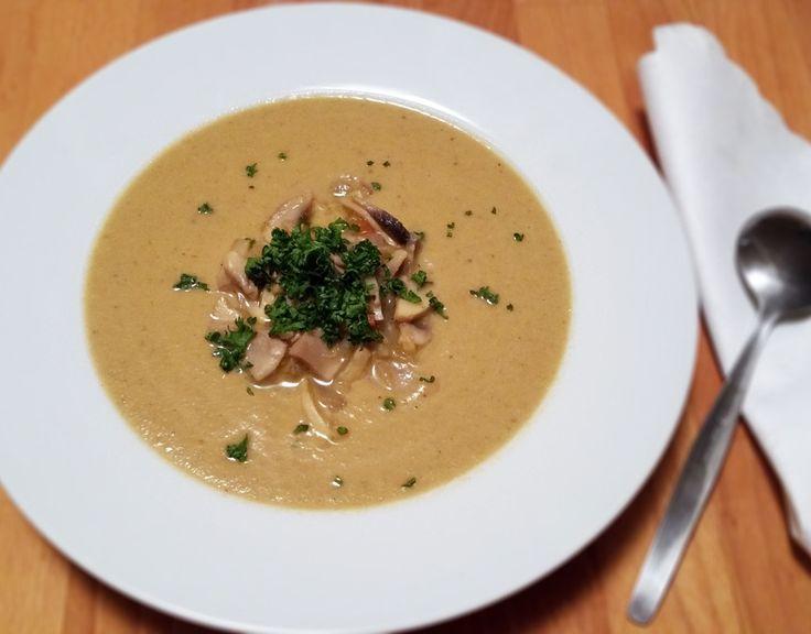 Recept na paleo žampiónový krém bez šlehačky. Kdo však jí Primal, klidně si polévku může dochutit zakysanou smetanou nebo vysokoprocentní šlehačkou.