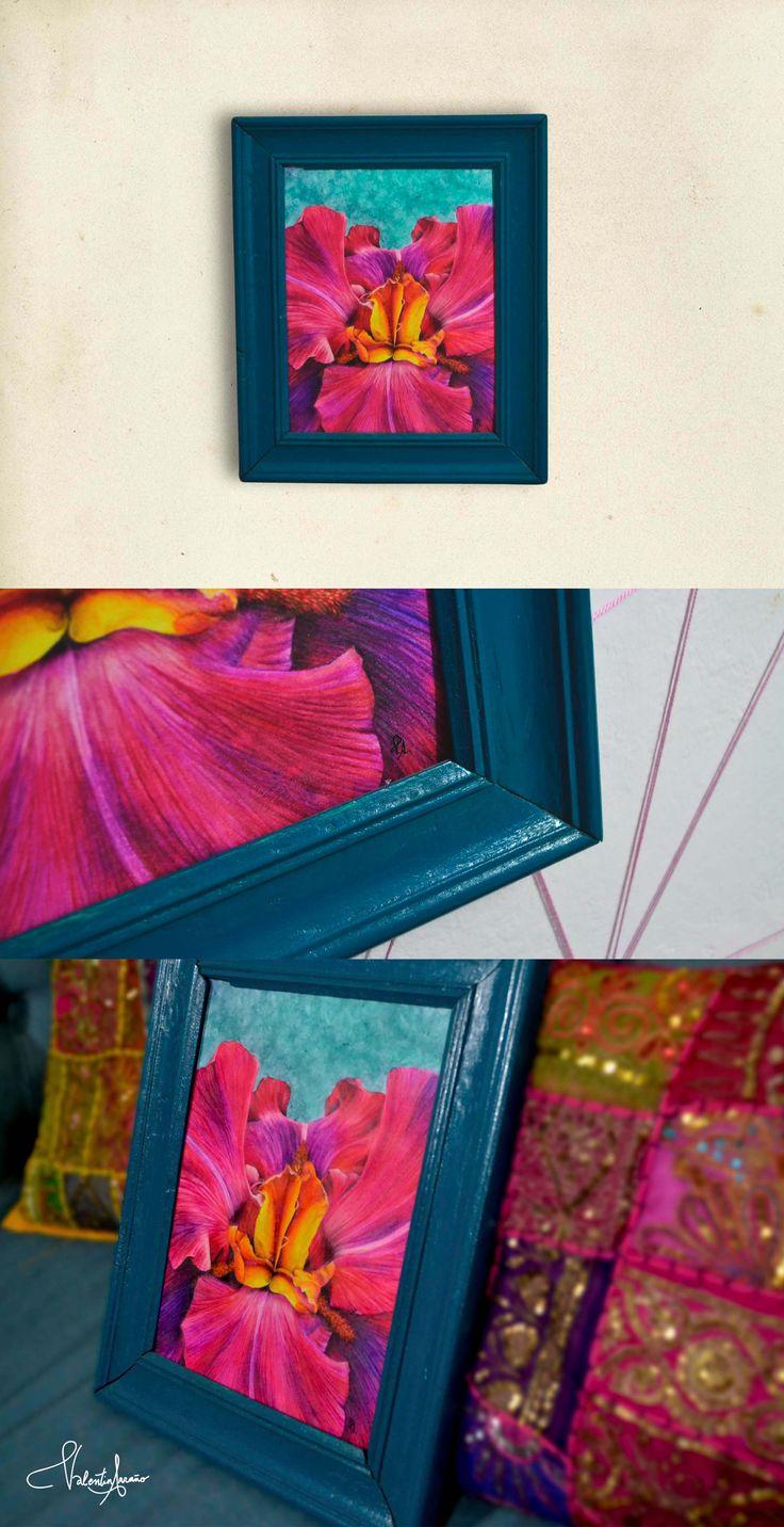Flor Iris pintada con lápices acuarela y enmarcada sobre marco restaurado y pintado por mi.  #iris #flower#watercolor #painting #ilustracion #diseñografico #graphicdesign #flor #floweriris