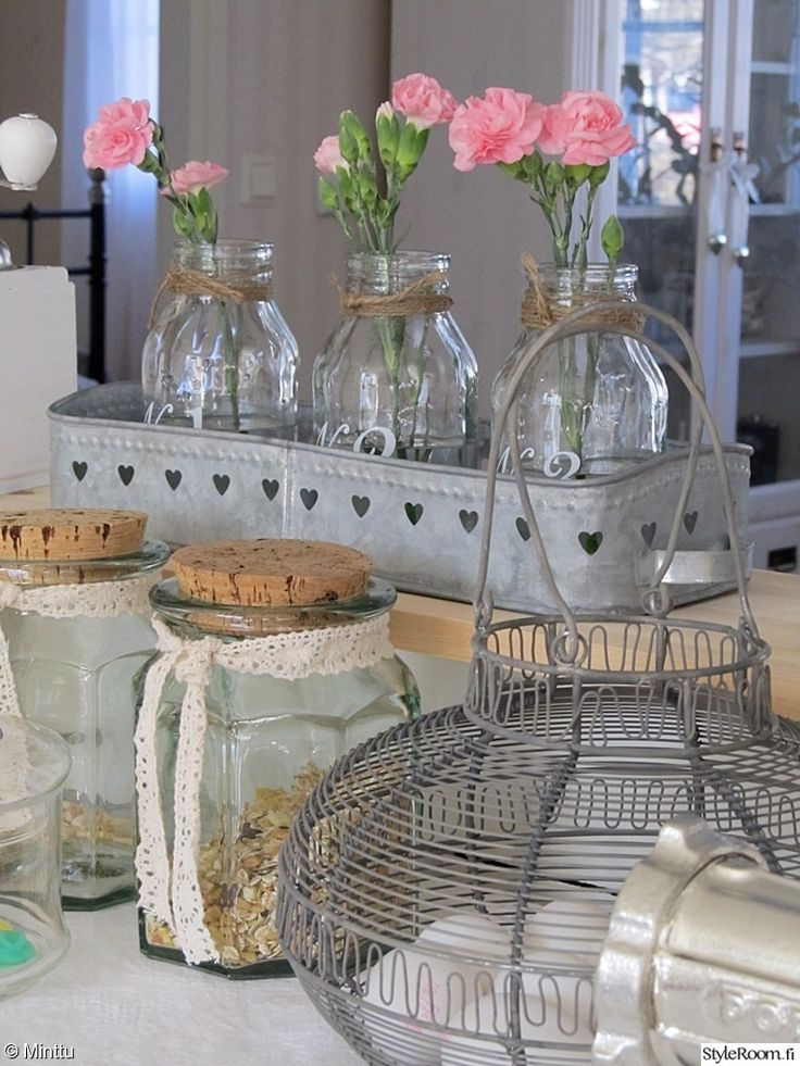 maalaisromanttinen,keittiö,maalaisromanttinen sisustus,keittiön sisustus,keittiön pikkutavarat,yksityiskohtia,lasipurkki