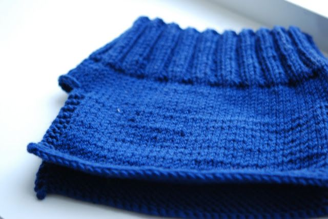 Before Christmas I was busy making gifts and was for the lookout of practical gifts I could knit with one skein and knit fast. I remembered ...