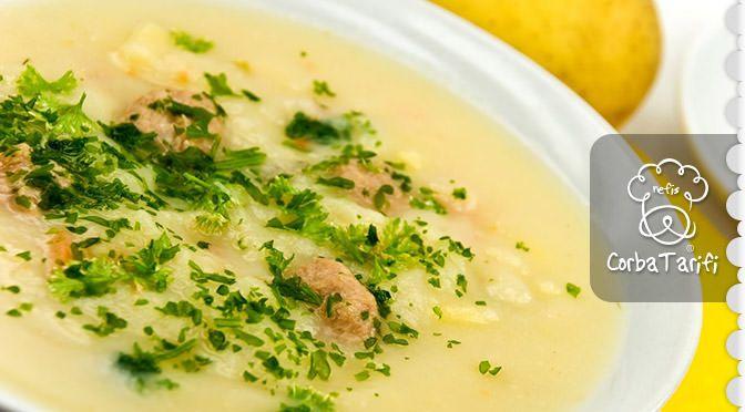 Beyaz Lahana Çorbası Tarifi Beyaz lahana çorbası diyetisyenlerin menülerinde sıklıkla kullandıkları zayıflatıcı bir çorbadır. Zayıflamak isteyenler için gelsin :) ÇORBANIN YAPILIŞI Soğanı küp doğrayıp çok az sıvı yağda kavuralım. Salçasını ekleyip biraz daha kavurduktan sonra kaynarsuyu ilave edelim. Mercimeği birazcık haşlayalım ve bulgurla beraber süzülmüş mercimeği tencereye ekleyelim. Lahanayı ince ince doğrayalım. Tencereye ekleyip bulgurlar yumuşayıncaya kadar pişirelim. Afiyet olsun…