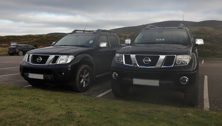 "Lifted Nissan Navara D40, Nissan Frontier Comparison with stock Standard lift and my truck with 2.5 Lift kit and 32"" Mud terrain tyres and Quad, Halo, projector headlamps, Custom Gauges. DOUBLE CLICK IMAGE FOR FULL SCREEN VIEW."