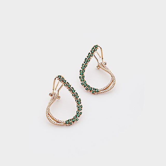 Per una cena romantica ❤️ #jewelry #jewels #jewel  #fashion #gems #gem #gemstone #bling #stones #stone #trendy #accessories #love #crystals #beautiful #ootd #style #fashionista #accessory #instajewelry #stylish #cute #jewelrygram  #fashionjewelry Shop www.bysimon.it